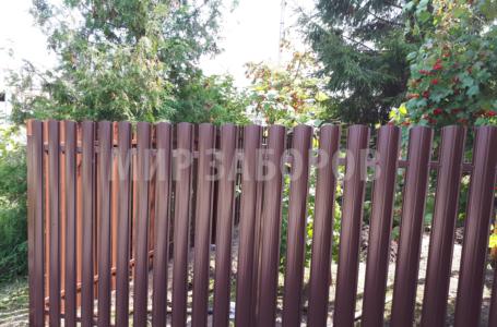 Забор из штакетника – достоинства и недостатки